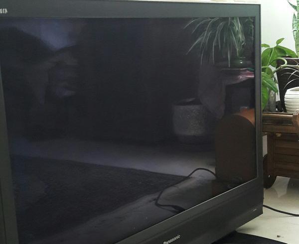 یک دستگاه تلویزیون panasonic ۴۹ ال سی دی پالسما